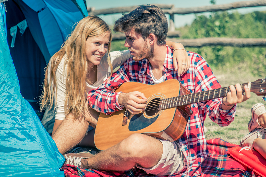 couple-campsite-date-french