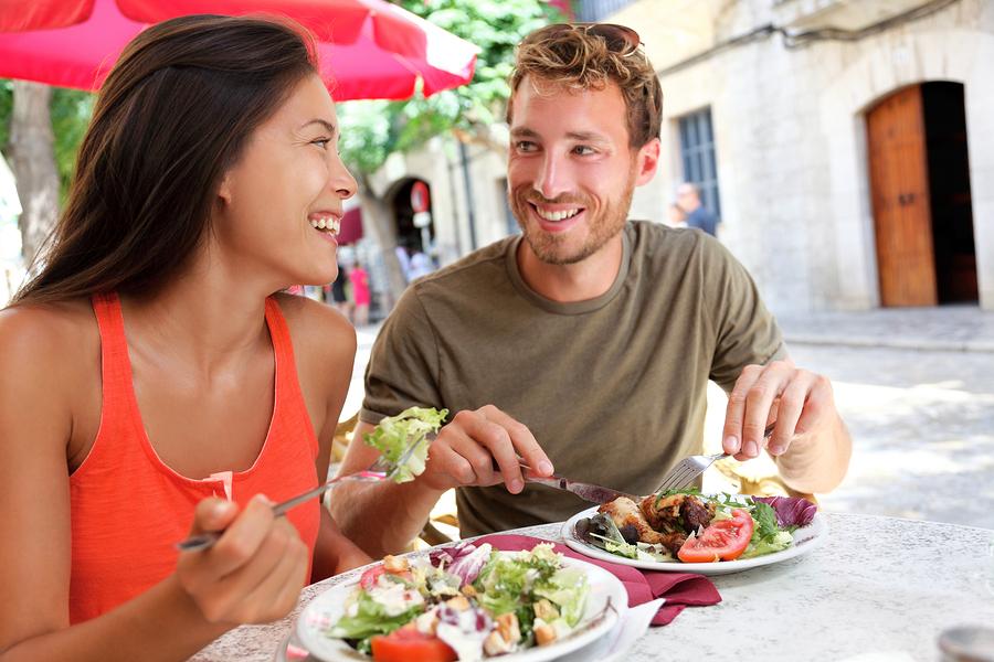 restaurant-couple-spain