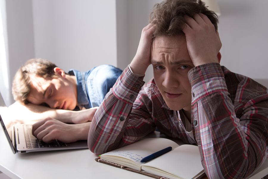 teenagers-studying-english
